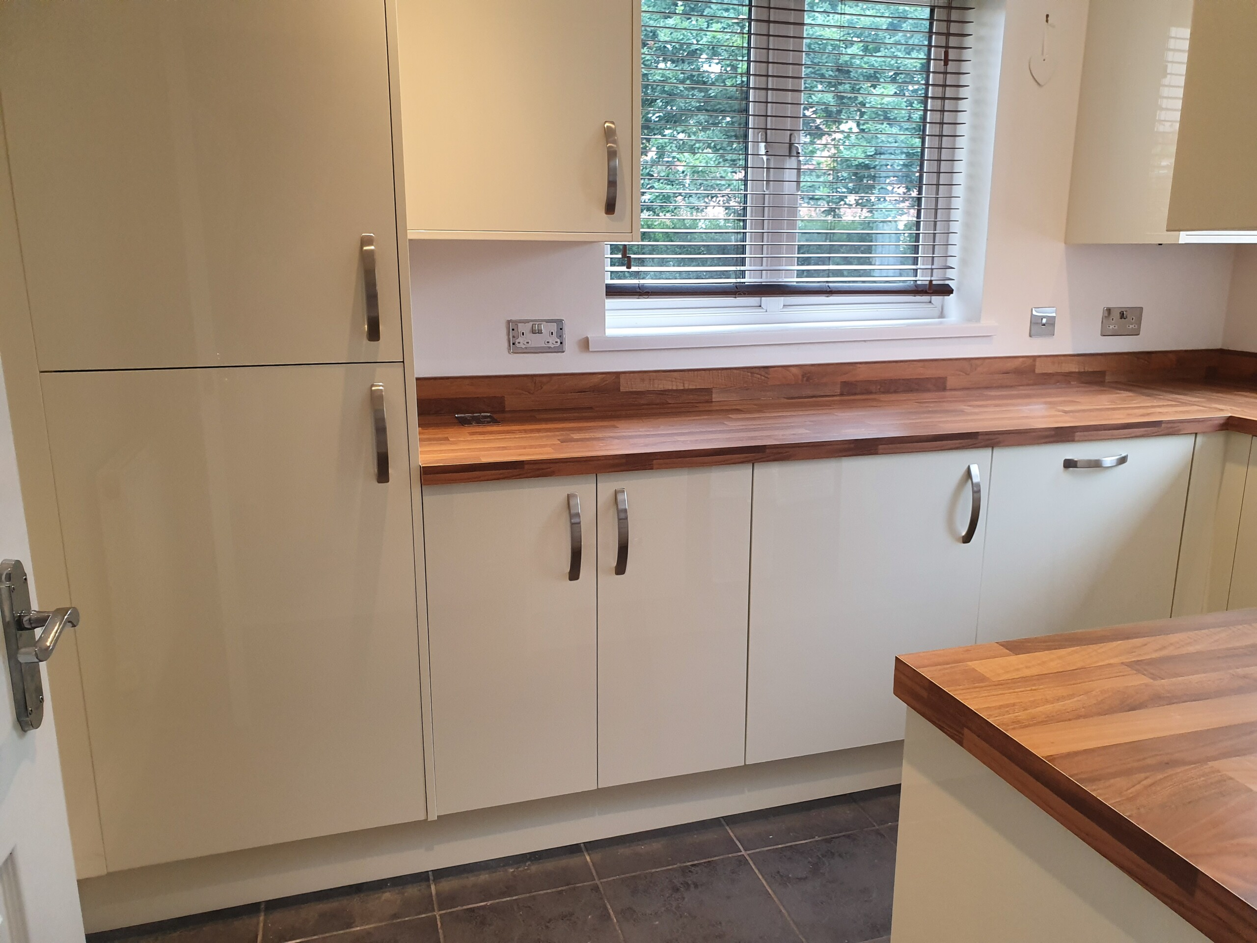 Oakhurst, Swindon, kitchen installation, integrated appliances view